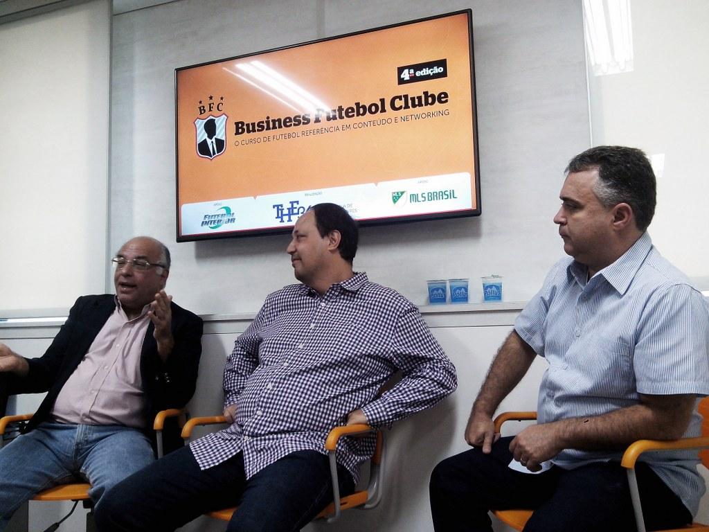 Alexandre Praetzel (meio) com seus convidados Ataíde Gil Guerreiro (SPFC) e Luiz Ademar (SporTV/Globo).