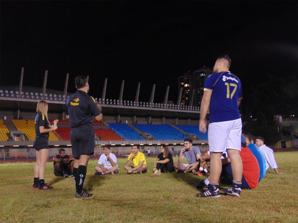 Aula prática de arbitragem com Renata Ruel e Roberto Pinelli no Estádio do Ibirapuera