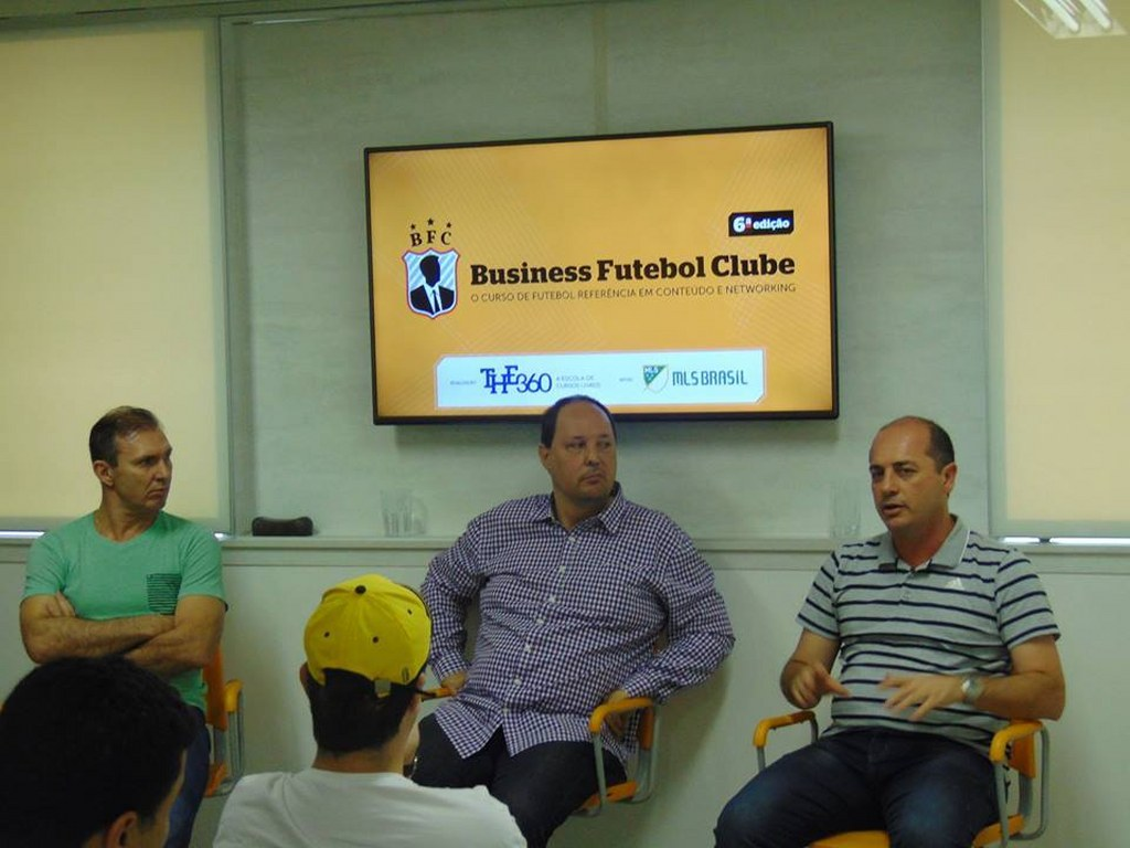 Aula de Alexandre Praetzel com a participação de Velloso e do gerente de futebol do Palmeiras, Cícero de Souza